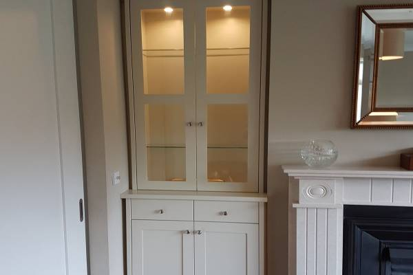 illuminated alcove cupboards